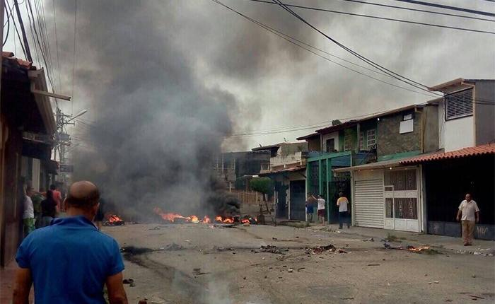 Manifestaciones en Barinas dejan negocios saqueados, edificios incendiados y centenares de heridos