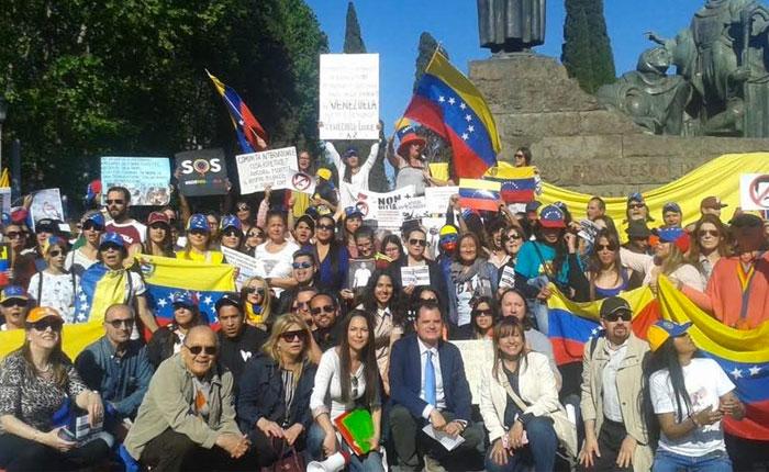 VenezolanosRoma29Abr.jpg