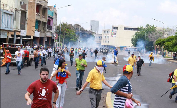Manifestantes opositores son reprimidos en el Zulia y Mérida