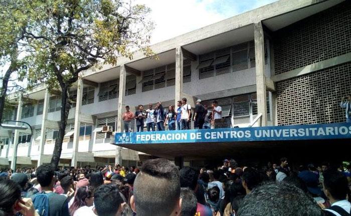 Universidades del país salen a la calle a protestar en contra de Maduro