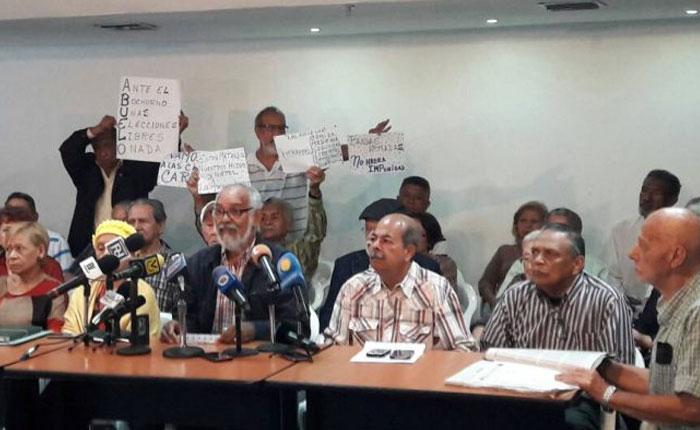Los abuelos marcharán este viernes hasta la Defensoría del Pueblo
