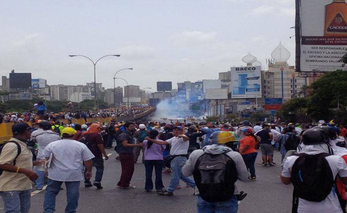 No hubo salud ni vida en la Francisco Fajardo, solo lacrimógenas por doquier