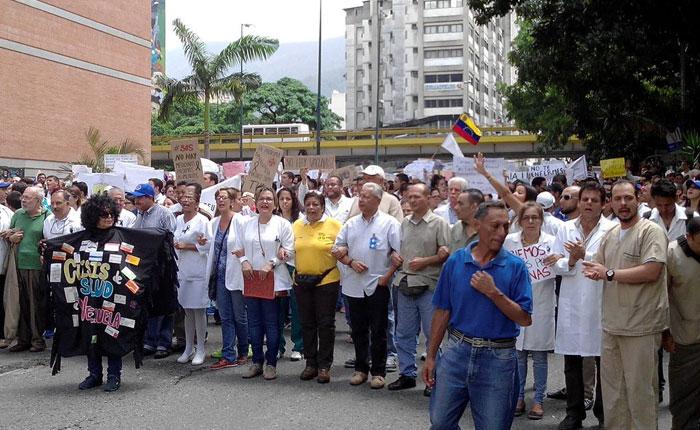 PNB impidió que médicos llegaran a la Fiscalía para exigir insumos, medicamentos y mejoras hospitalarias