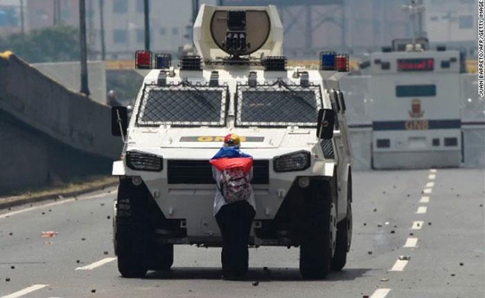 Manipulación y silencio, la política informativa sobre Venezuela, por Yoani Sánchez