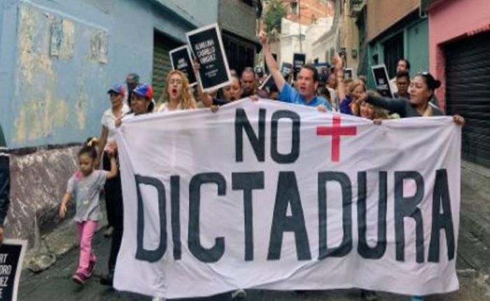 Opositores protestan en contra de Maduro en El Guarataro