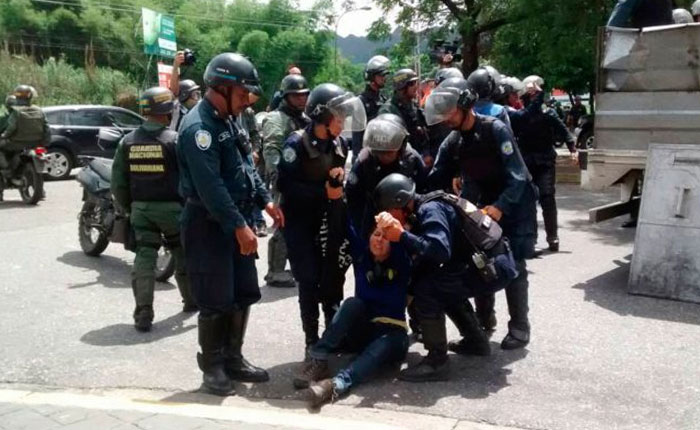 Siete heridos y 19 detenidos dejó represión en Valencia #15May