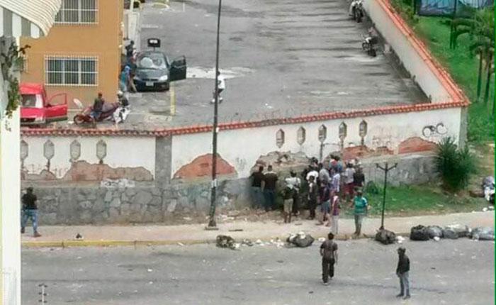 FOTOS | Paramilitares y GNB reprimieron, robaron y amedrentaron a vecinos de La Urbina el #2May