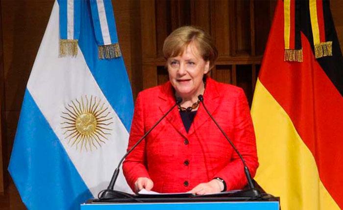 Merkel llama a América Latina a cooperar para lograr solución pacífica en Venezuela