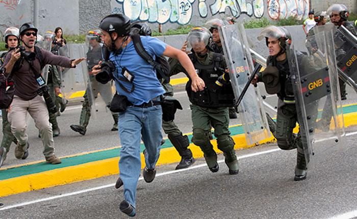 Continúan robos, agresiones y detenciones a periodistas durante marcha del #7Jun