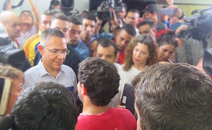 Movimiento estudiantil se reunió con el ministro Villegas en VTV para pedir cese de manipulación