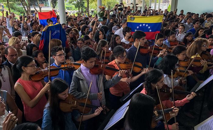 NYT: El silencio de una viola y el luto de una orquesta por la represión en Venezuela