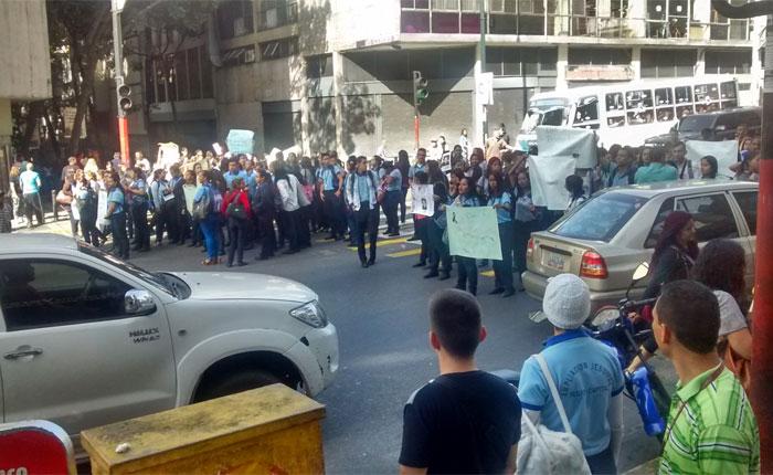 Cerradas varias vías de Caracas por protestas y operativos de seguridad