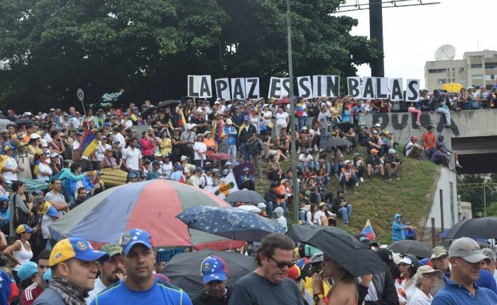 Oposición protestó frente a base militar La Carlota contra muertes y represión de la FAN