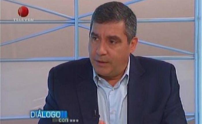 Eva Golinger pone en duda veracidad de presunto documento que culpa a Rodríguez Torres