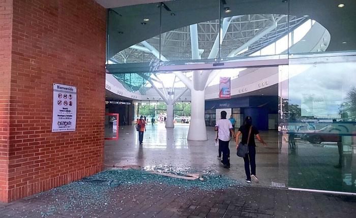 Represión en Puerto Ordaz deja destrozos en el C.C Orinokia