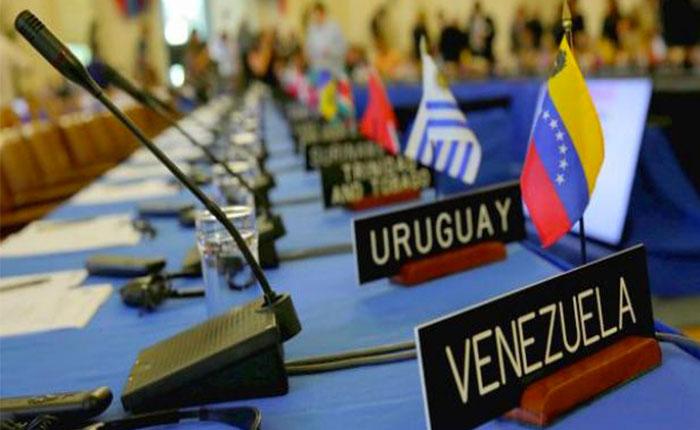 Venezuela hace equilibrios entre suspensión y condena de la OEA