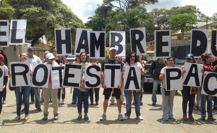 """Reprimieron """"marcha de las ollas vacías"""" en Montalbán"""