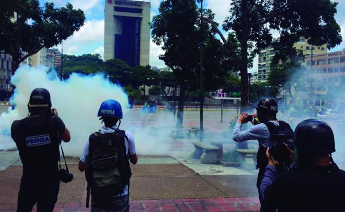 A punta de lacrimógenas GNB impidió que oposición se concentrara en Altamira