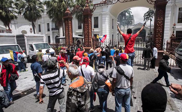 Asamblea Nacional es evacuada tras siete horas de secuestro por grupo oficialista armado