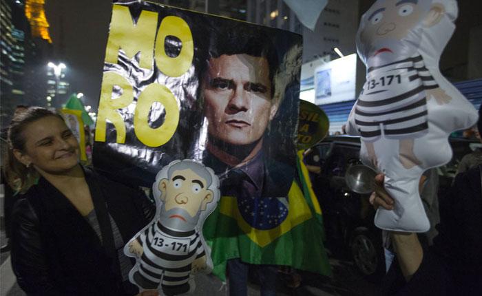 Manifestantes a favor y en contra de condena a Lula protestan en Sao Paulo