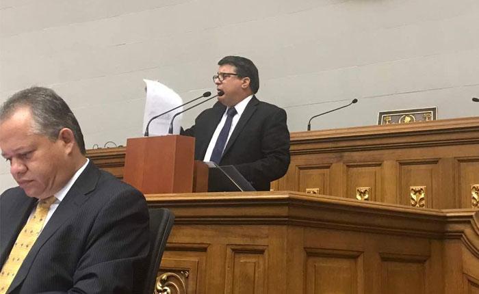 Saime anula en Maiquetía el pasaporte del diputado Carlos Berrizbeitia