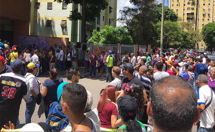 México reconoce masiva participación en consulta popular en Venezuela