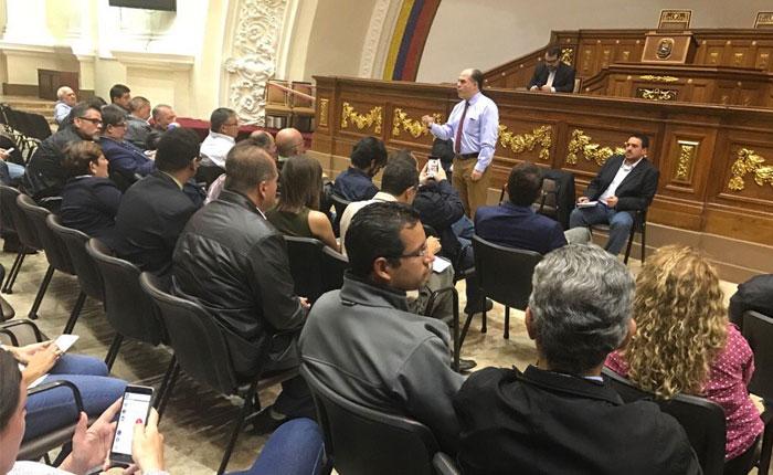 Diputados retaron a Maduro en presentación de Memoria y Cuenta fuera de Asamblea Nacional