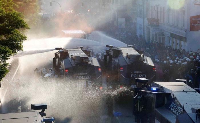 Fuertes enfrentamientos entre policía y manifestantes contra cumbre del G20