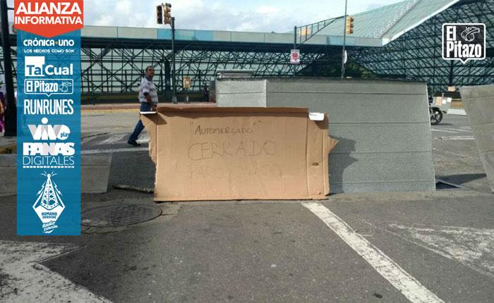 FOTOS Permanecen barricadas en algunas zonas de Caracas este #27Jul