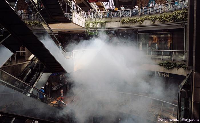 La represión visitó centros comerciales y asfixió a personas con gas lacrimógeno