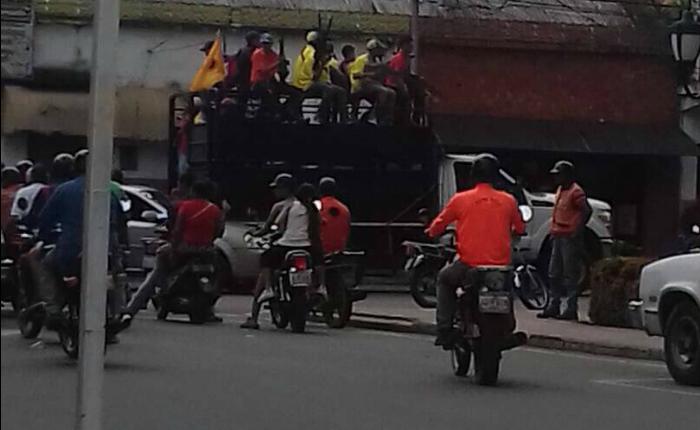"""""""Boliches"""" armados cerraron campaña constituyente en Barinas"""