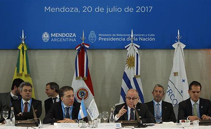 Mercosur da ultimátum a Maduro: expulsarán a Venezuela si continúa con la Constituyente