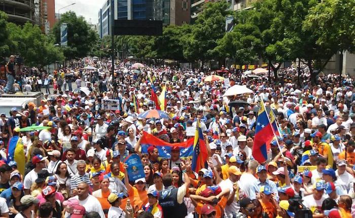 Oposición conmemora 100 días de protesta en la calle