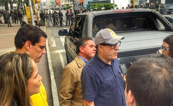 Julio Borges: Desde la AN rechazamos asedio e intimidación a trabajadores del MP