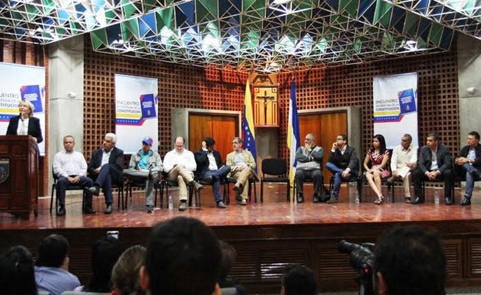 El día que el chavismo y la oposición se sentaron en defensa de la Constitución