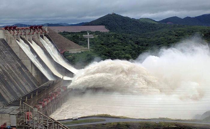 Por exceso de agua represa del Guri está a punto de colapsar