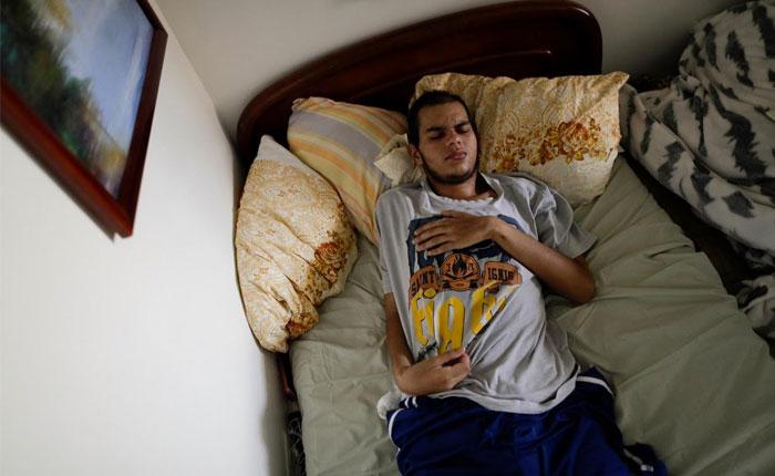 Heridos durante protestas en Venezuela sufren para curarse por escasez de medicinas