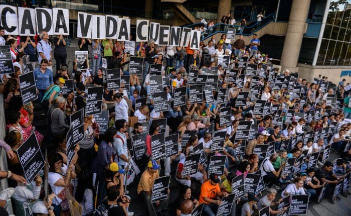 Oposición vuelven a marchar para recordar a los muertos durante protestas