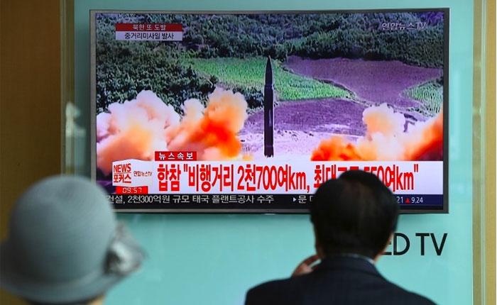 Corea del Norte lanza misil que sobrevuela Japón y desata alarma internacional
