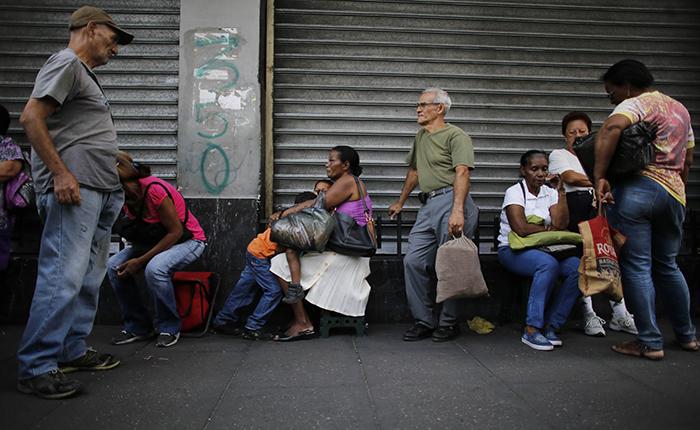 """FMI cataloga como """"difícil de exagerar"""" situación económica de Venezuela"""