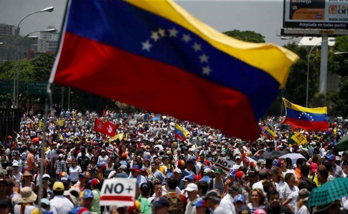 Un país en remate, por Carlos Canache Mata