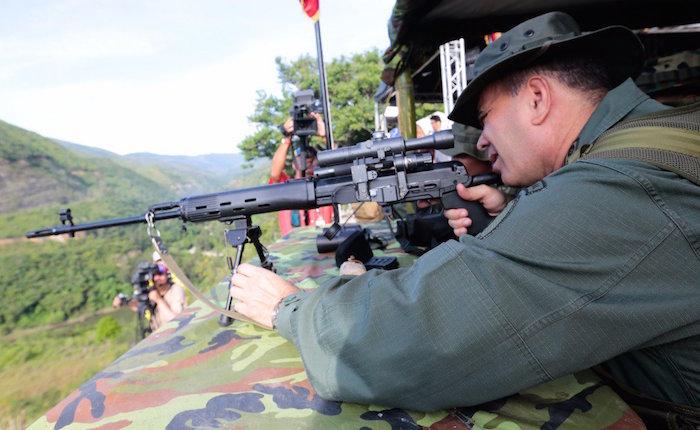 """Maduro desplegó tropas, aviones y tanques ante """"amenaza"""" de Trump"""
