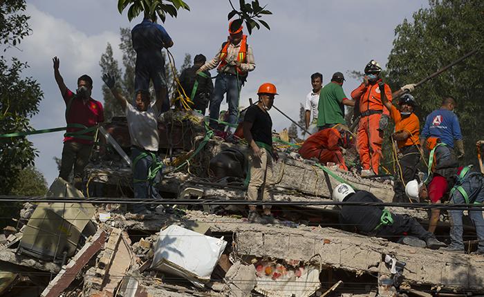 Aumenta a 360 la cifra de fallecidos por sismo del 19 de septiembre en México