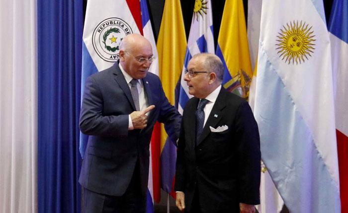 """El rechazo a un """"diálogo"""" simbólico, por Milos Alcalay"""