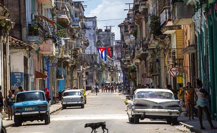 Cuba busca inversión extranjera para producir petróleo ante fallas en subsidio venezolano