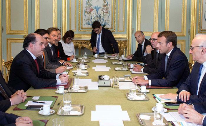 Macron recibió en París al presidente y al vicepresidente de la Asamblea Nacional