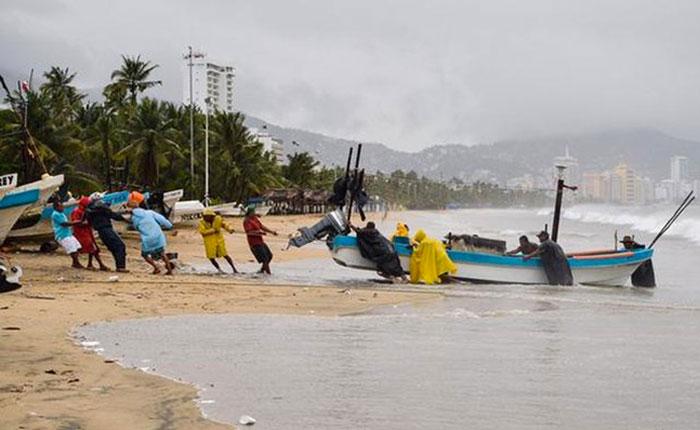 México suspende clases y habilita albergues para recibir el huracán Norma