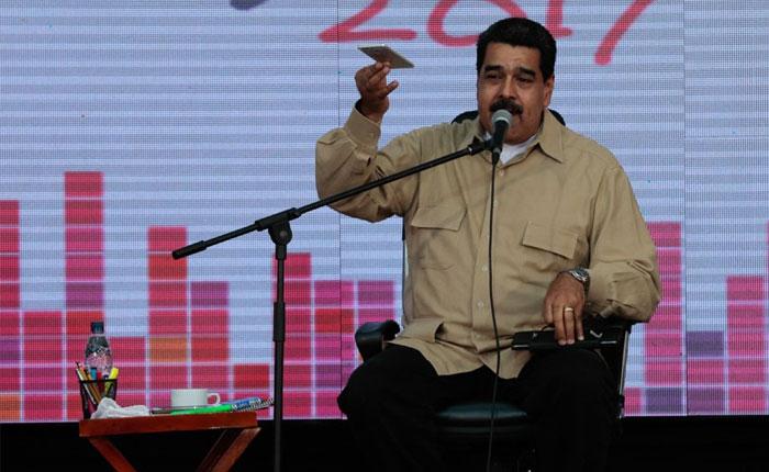 """Maduro presentó el """"plan conejo"""" para combatir el hambre"""