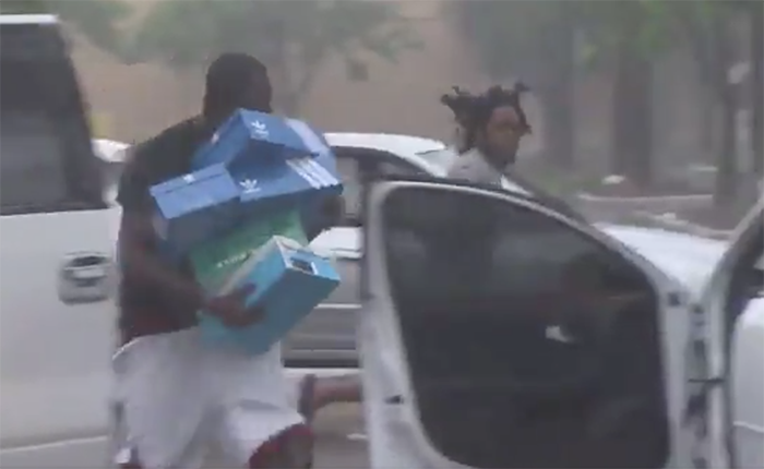 Cae una segunda grúa en Miami por Irma y se registran los primeros saqueos