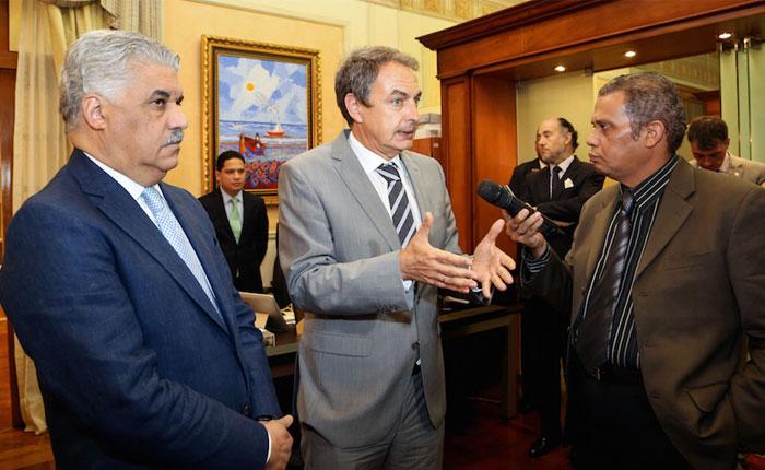 Resultado de imagen para Zapatero y canciller dominicano